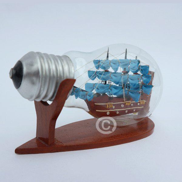 mô hình thuyền gỗ trong chai