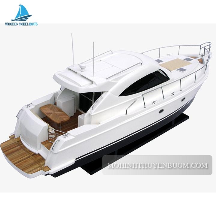 du thuyền riviera 4700