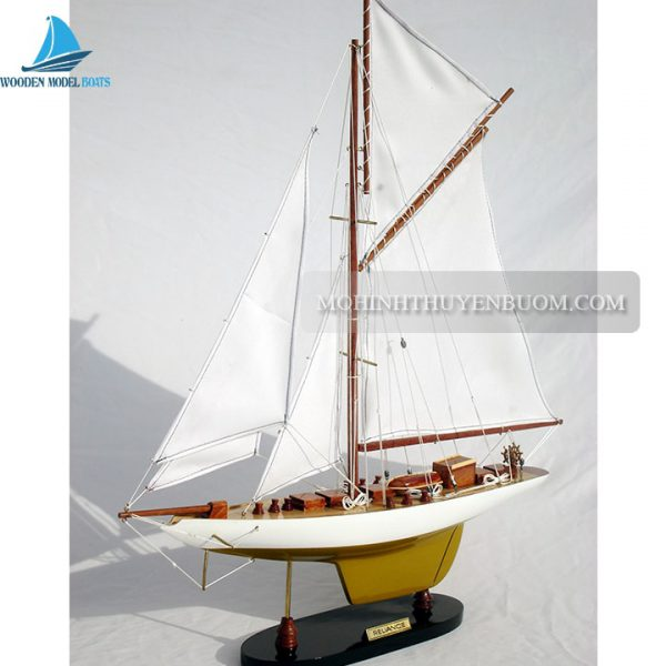 Thuyền Buồm Reliance Painted