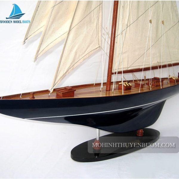 thuyền buồm shamrock painted dark blue