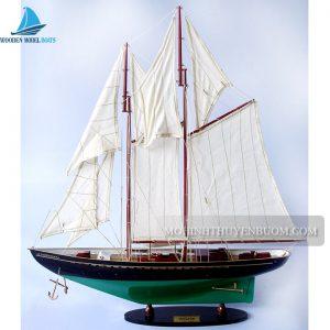 Thuyền buồm VIRGINIA PAINTED