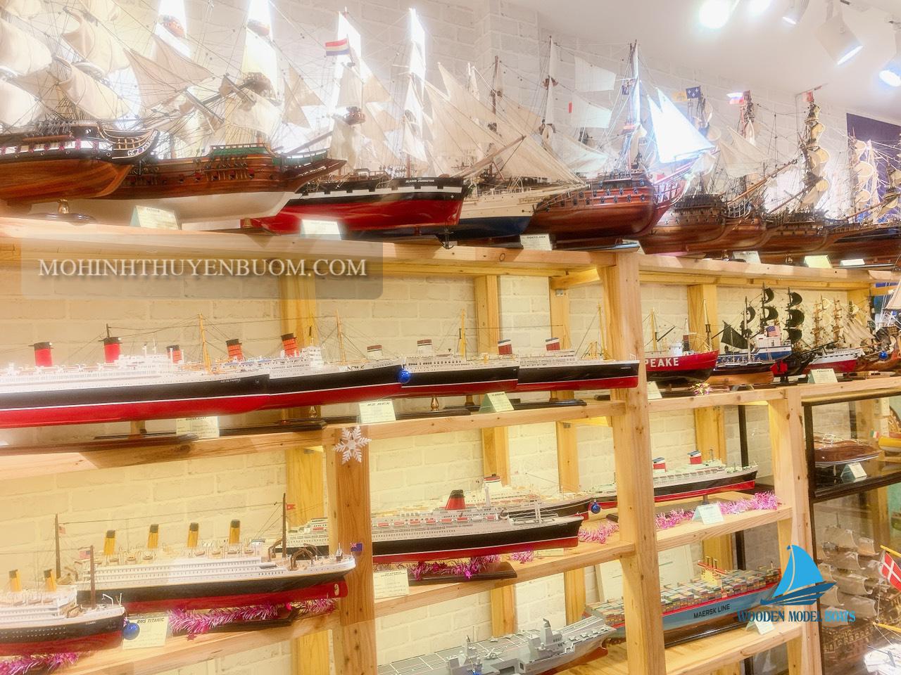 mô hình thuyền buồm gỗ trong phong thủy